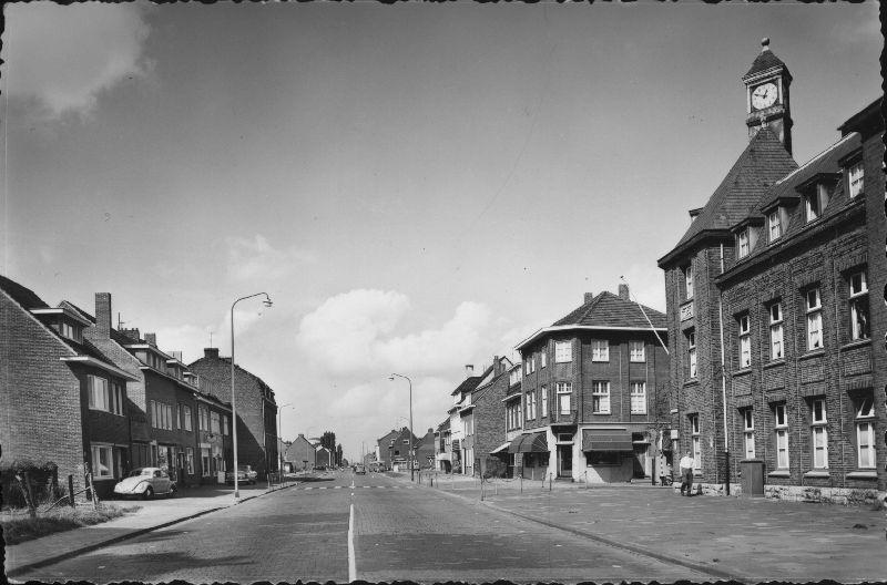 Bron: Rijckheyt.nl | Heerlerbaan. Rechts het politiebureau op de hoek Heerlerbaan/Caumerweg.